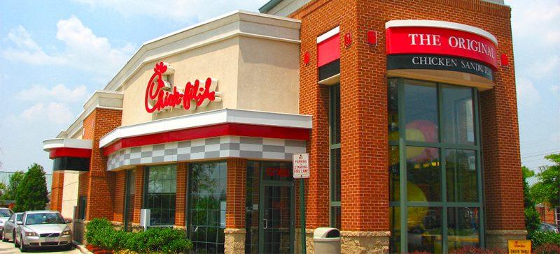 La chaîne de fast-food préférée des Américains est anti-LGBT ! Chick-fil-A-Reston-VA-calkain-800x364